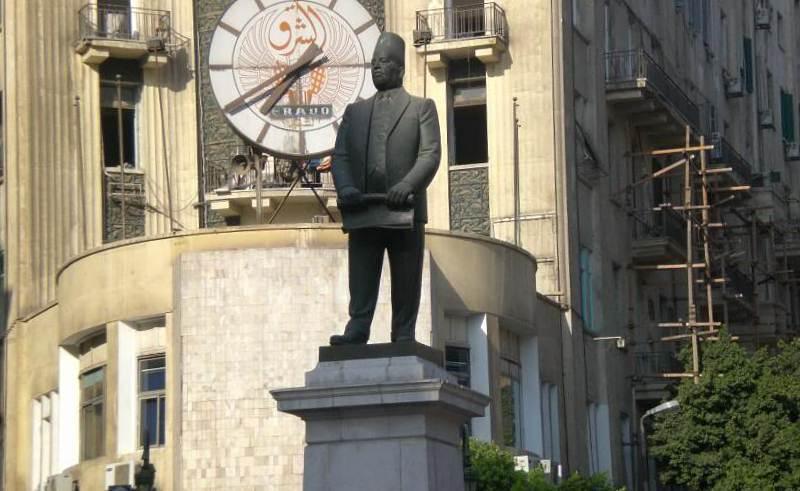 Talaat Harb statue