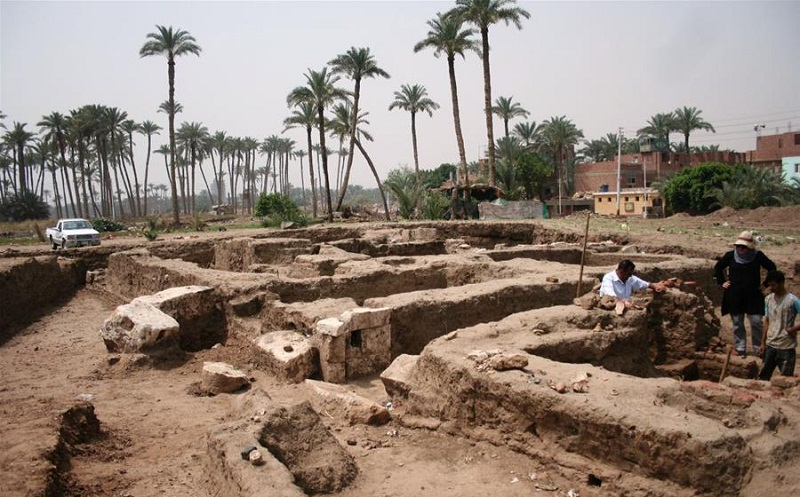 archaeological building discovered in Giza
