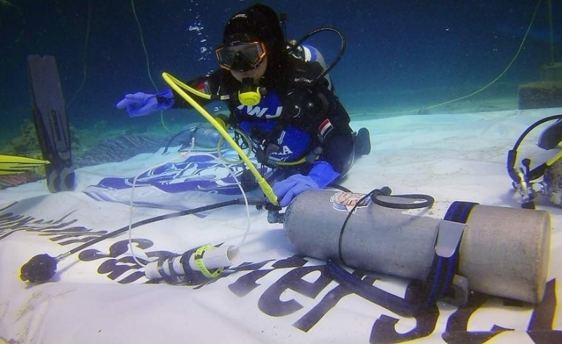 reem fawzi under water