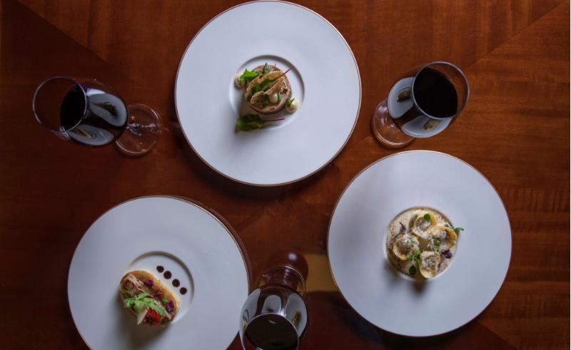 wine glasses plates
