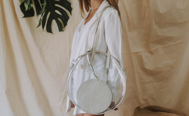 Transparent and crystalline Dicha bag