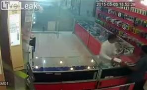 Video: Saudi Man Steals Phones in Least Sneaky Way Possible