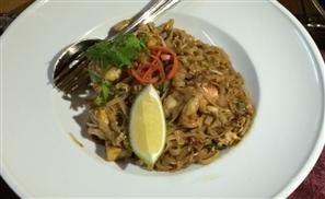 Lan Tania: A Tasty Trip Through Thailand