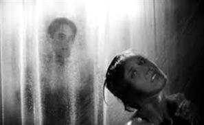 Egyptian Sheikh Issues 'Psycho' Shower Fatwa