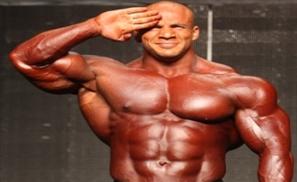 VIDEO: Egyptian Bodybuilder Big Ramy Awarded by Schwarzenegger