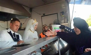 Turkish Bride and Groom Feed Syrian Refugees Instead of Wedding
