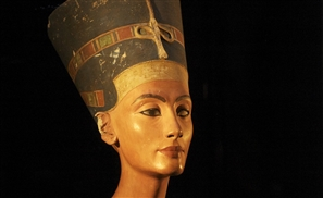 Antiquities Minister Invites Egyptologist to Find Nerfertiti's Tomb