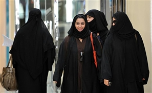 Saudi Women Register to Vote for the First Time