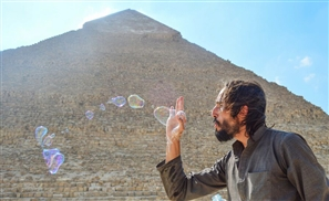 A Bubbleologist in Cairo: Meet the Man Making Bubbles Around the World