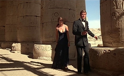 9 Gorgeous Photos of British Bond Actor Roger Moore in Egypt That'll Make You Miss Him Even More