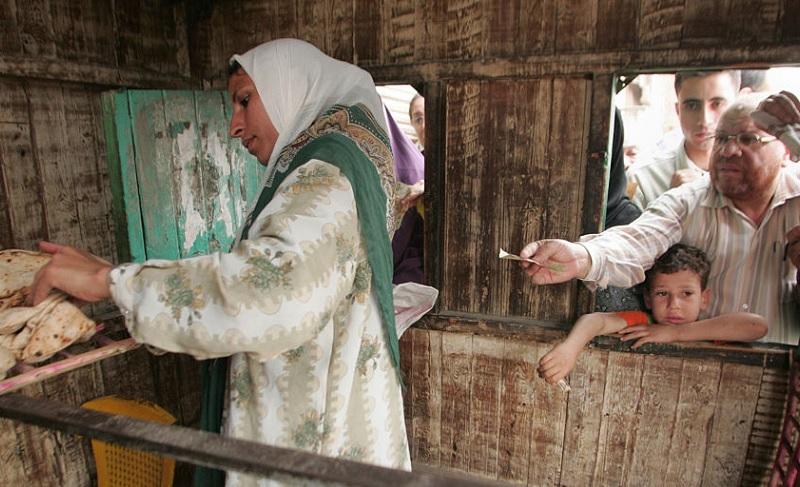 egyptian woman selling bread