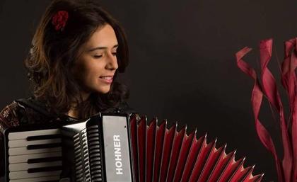 """Youssra El Hawary Teases with Sleek New Single """"Bas Kollo Yehoon"""""""